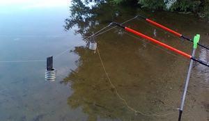 Рыбная ловля с берега на донку-резинку.