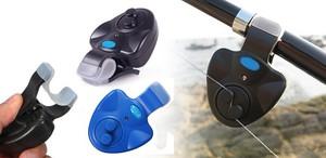 Электронные сигнализаторы устанавливаются на удилище и подают звуковой сигнал на брелок рыбака.