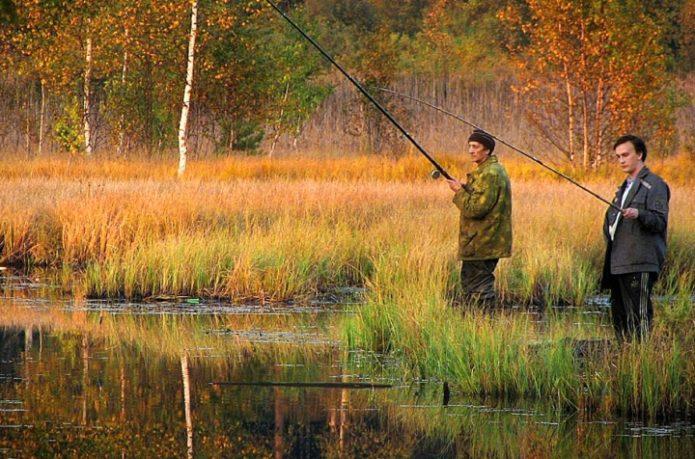 Рыбаки осенью